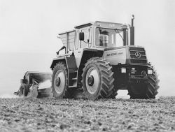 Mercedes-Benz MB-trac 1500 in agricultural use.