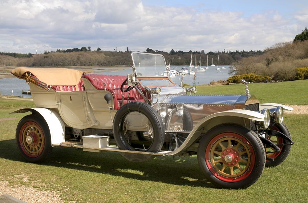 Rolls-Royce Silver Ghost 1909 by the Beaulieu River