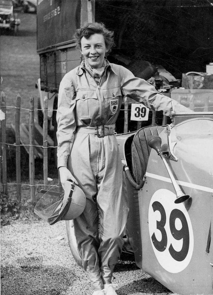 d4188-01-4-doreen-evans-with-mg-car-39 bw